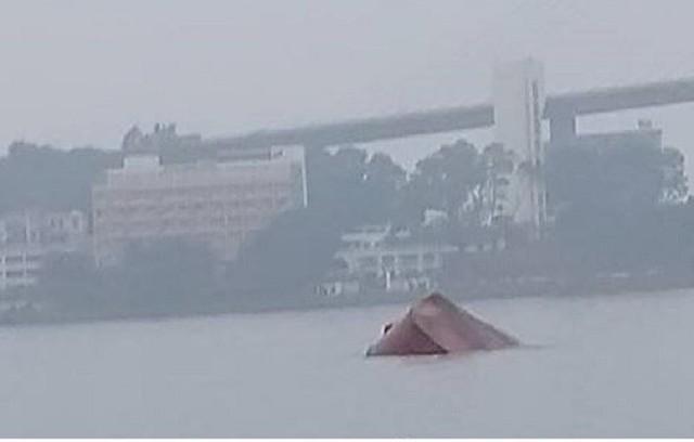 Hai tàu đâm nhau ở vịnh Hạ Long, một thuyền trưởng tử vong - Ảnh 1.
