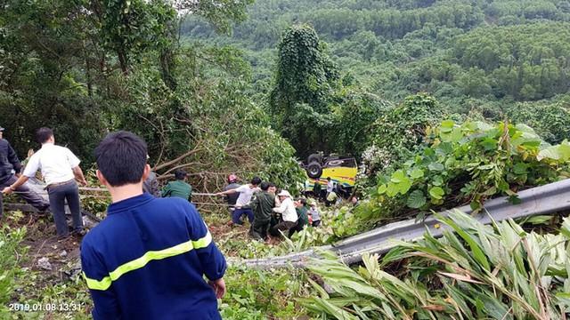 Xe khách rơi trên đèo Hải Vân, 21 sinh viên bị nạn - Ảnh 2.