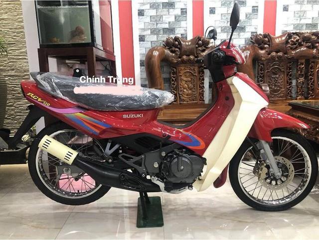 Hét giá 1 tỷ đồng: Chiếc xe máy Suzuki RGV 120 có gì đặc biệt? - Ảnh 1.