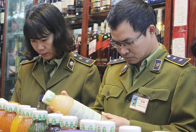 Loạn hàng hóa trước Tết nguyên đán, người dùng thận trọng khi mua sắm - Ảnh 3.