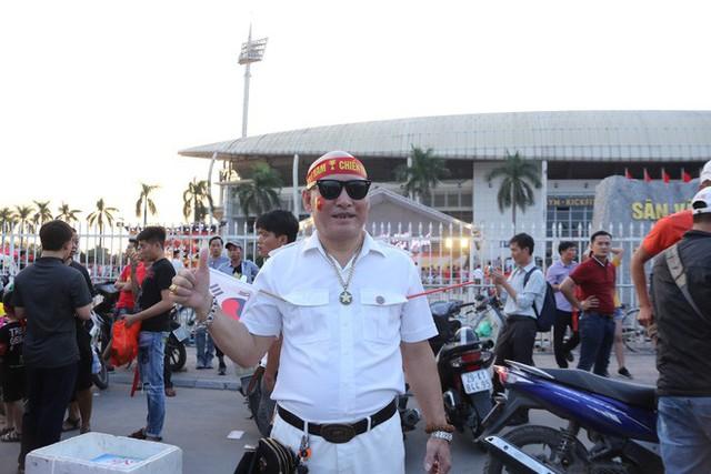 [ẢNH]: Cổ động viên Việt Nam đốt cháy Sân vận động Mỹ Đình trước giờ G - Ảnh 6.
