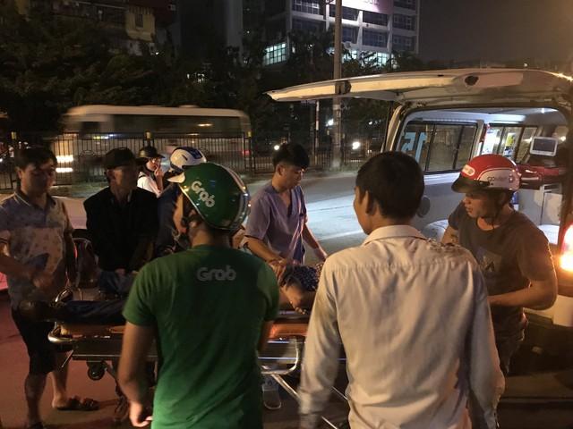 Tham gia giao thông sau trận Việt Nam - Malaysia: Vui thôi đừng vui quá! - Ảnh 9.
