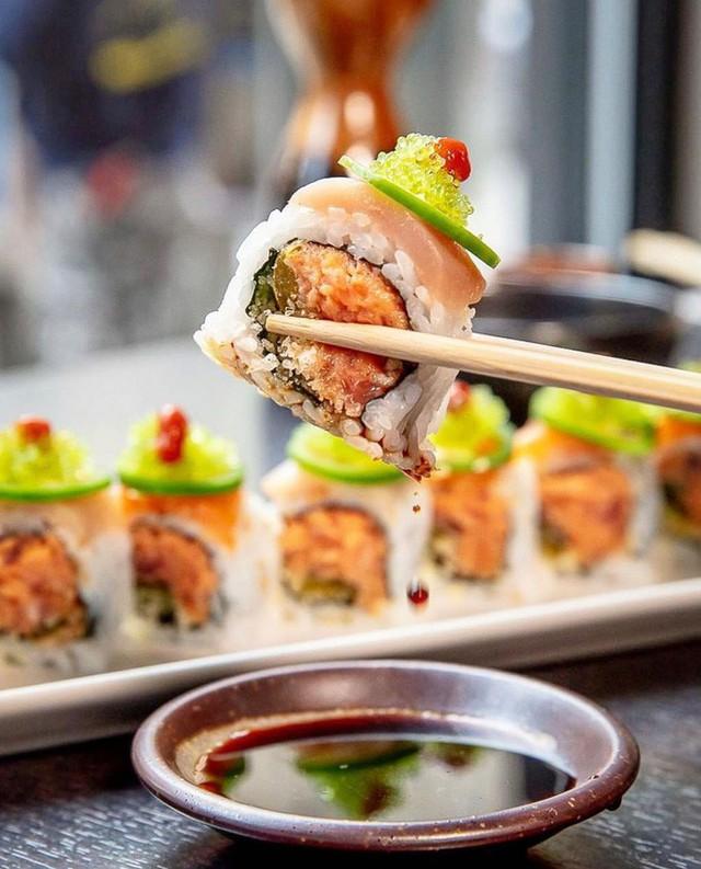 Đố bạn biết sushi và kimbap có gì khác nhau: Ngoài xuất xứ từ 2 quốc gia, điểm đặc trưng này mới là quyết định! - Ảnh 1.