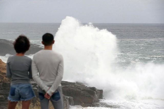 """To gần bằng diện tích Nhật Bản"""", siêu bão Hagibis gầm thét - Ảnh 1."""