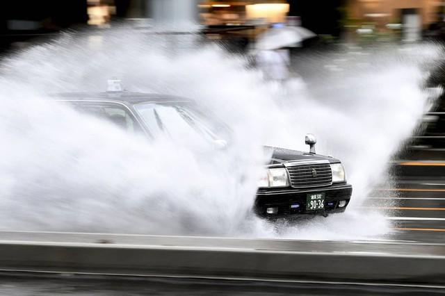 Hình ảnh bão Hagibis tàn phá Nhật trước khi quay ra biển TBD - Ảnh 12.