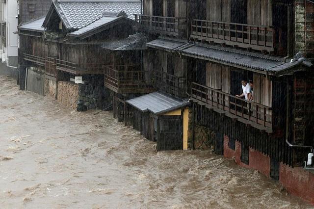 Hình ảnh bão Hagibis tàn phá Nhật trước khi quay ra biển TBD - Ảnh 7.