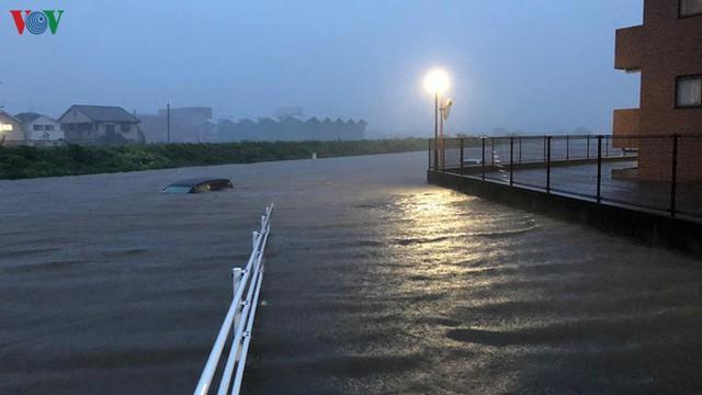Nhật Bản sau bão Hagibis: Đường biến thành sông, nhà cửa đổ sập - Ảnh 10.