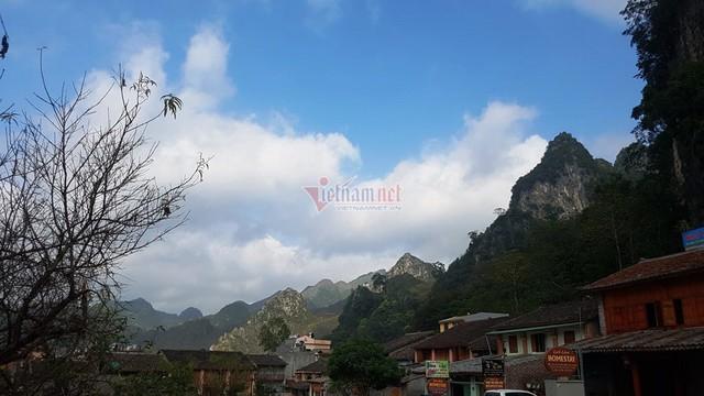 Hà Giang: Thang máy 102 tầng giữa phố cổ Đồng Văn - Ảnh 4.
