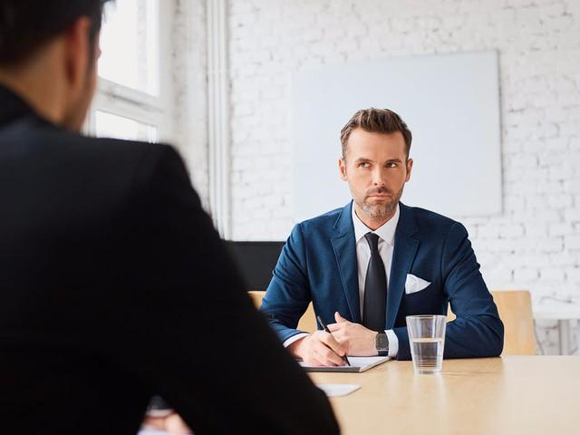 Làm sao để nổi bật trong mắt nhà tuyển dụng? Không cần là người xuất sắc nhất, chỉ cần 5 biểu hiện này - Ảnh 2.
