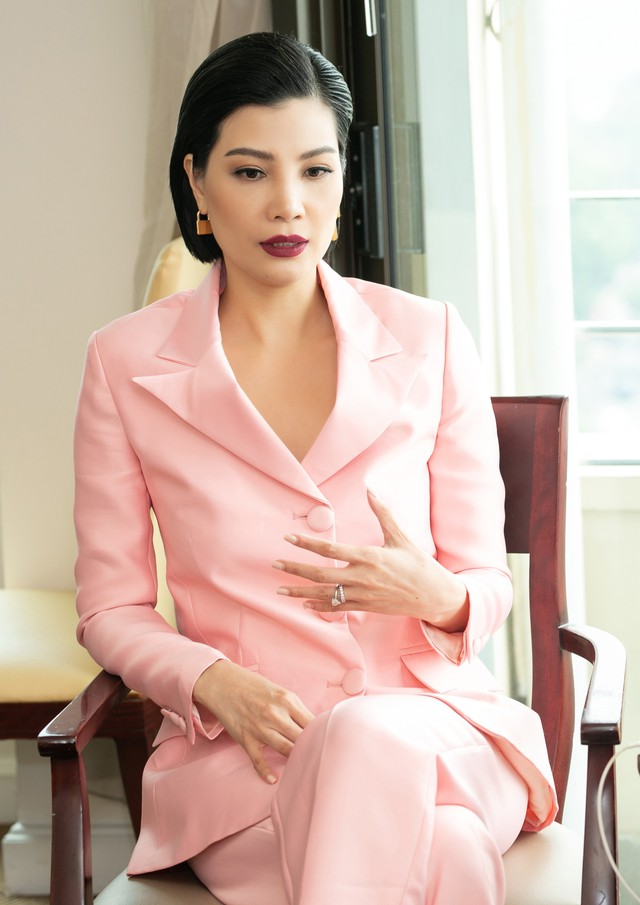 Siêu mẫu quốc tế đầu tiên của Việt Nam: Lương 500 USD/tháng là đỉnh cao năm 1998 cho sinh viên mới ra trường nhưng không phải lý do khiến tôi bỏ sàn catwalk - Ảnh 3.