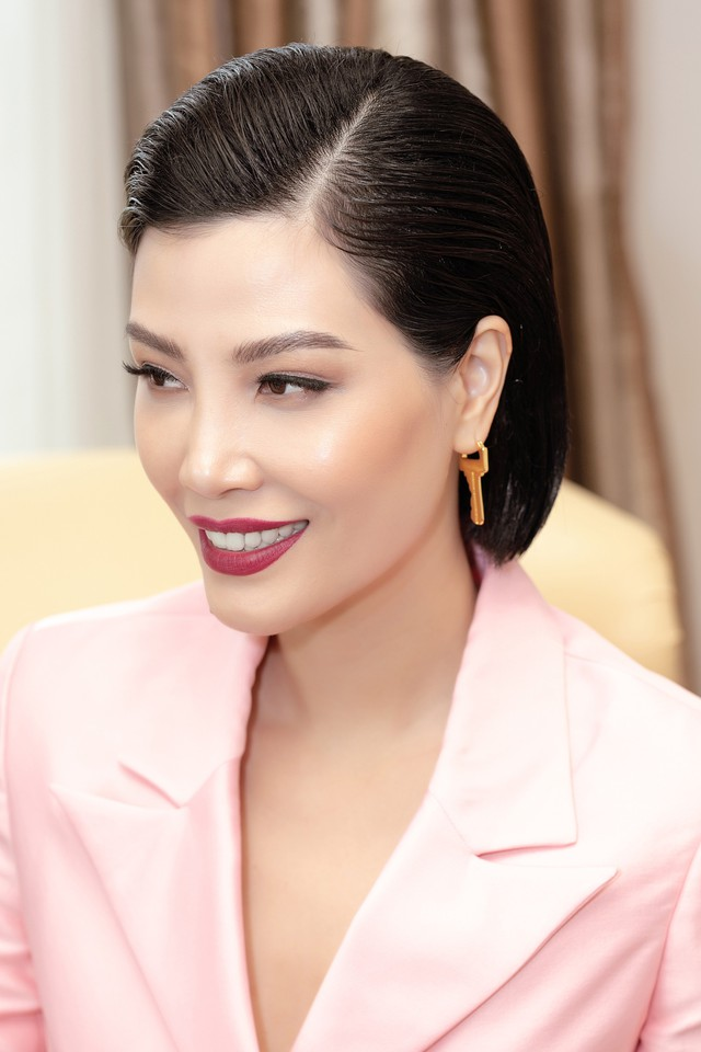 Siêu mẫu quốc tế đầu tiên của Việt Nam: Lương 500 USD/tháng là đỉnh cao năm 1998 cho sinh viên mới ra trường nhưng không phải lý do khiến tôi bỏ sàn catwalk - Ảnh 9.