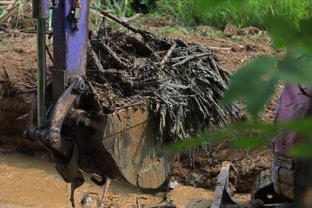 Hiện trường vụ đổ trộm dầu thải đầu nguồn nước sông Đà ra sao sau một tuần? - Ảnh 7.