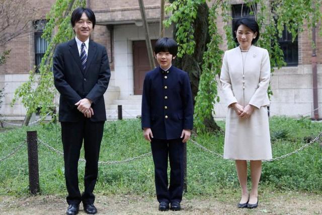 Tiểu hoàng tử gánh vác vận mệnh hoàng gia Nhật  - Ảnh 1.