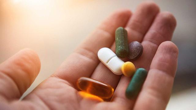 Người phụ nữ chết vì uống thuốc giảm cân: Chuyên gia cảnh báo rất nhiều loại thuốc giảm cân khiến men gan tăng cao, suy gan, suy thận và nguy hiểm tính mạng - Ảnh 2.