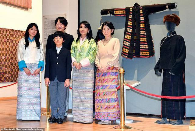 Áp lực khủng khiếp của Hoàng tử Nhật Bản 13 tuổi gánh trên vai tương lai hoàng gia lâu đời nhất thế giới  - Ảnh 2.