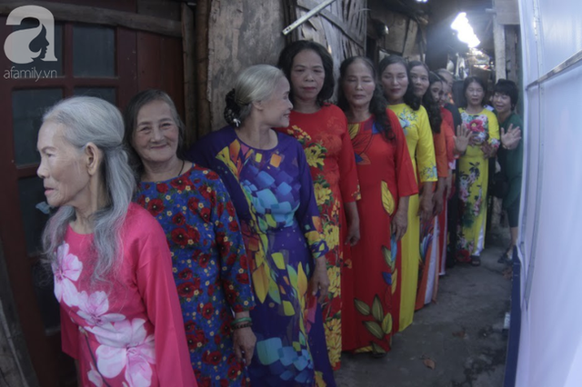 Nụ cười hạnh phúc của những người phụ nữ sống ở khu ổ chuột Hà Nội khi nhận món quà đặc biệt Ngày 20/10 - Ảnh 5.