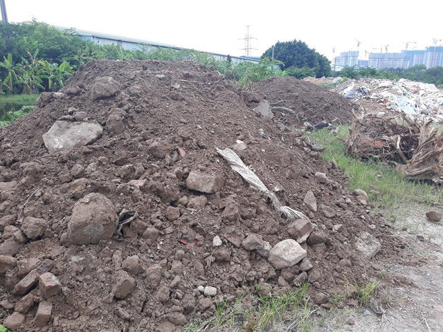 Núi rác thải xây dựng bao trùm tuyến đường đẹp nhất Hà Nội - Ảnh 8.