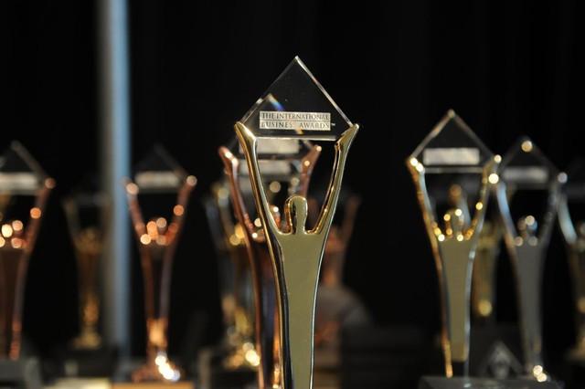 FLC khoe cúp vàng tại Giải thưởng Kinh doanh Quốc tế trong chuỗi ngày cổ phiếu tăng mạnh - Ảnh 2.
