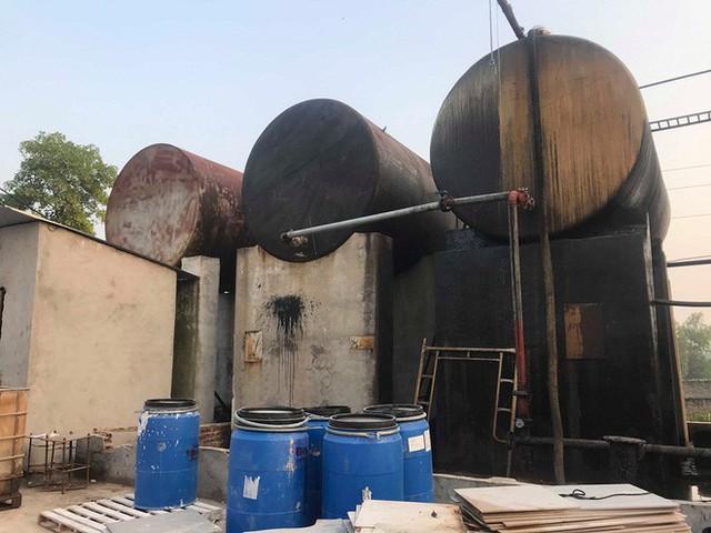 Cận cảnh nơi lưu giữ dầu thải bị tuồn ra đầu độc nước sông Đà của Công ty gốm sứ Thanh Hà - Ảnh 15.