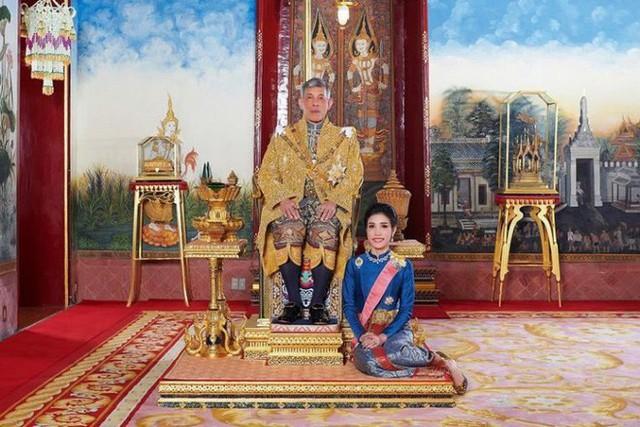 Hoàng quý phi Thái Lan bị phế tước hiệu, quân hàm vì bất trung, mưu đồ giành ngôi Hoàng hậu - Ảnh 3.