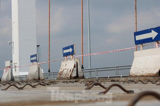 Cận cảnh cầu dây võng 1.000 tỷ dài nhất Việt Nam phải thay mặt đường - Ảnh 3.