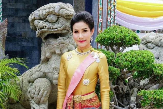 Hoàng quý phi Thái Lan bị phế tước hiệu, quân hàm vì bất trung, mưu đồ giành ngôi Hoàng hậu - Ảnh 4.
