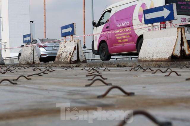 Cận cảnh cầu dây võng 1.000 tỷ dài nhất Việt Nam phải thay mặt đường - Ảnh 6.