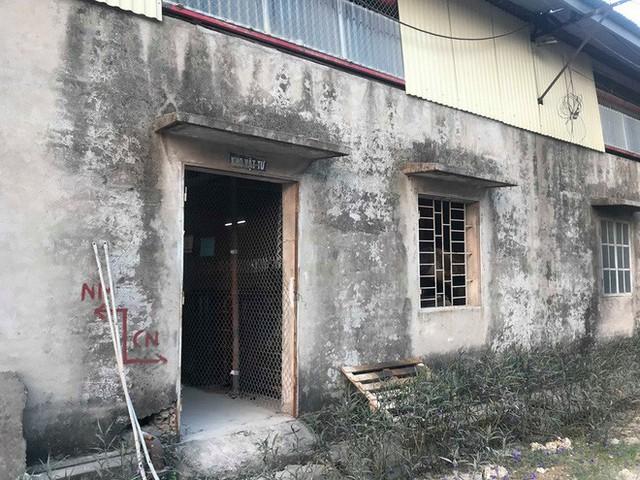 Cận cảnh nơi lưu giữ dầu thải bị tuồn ra đầu độc nước sông Đà của Công ty gốm sứ Thanh Hà - Ảnh 8.