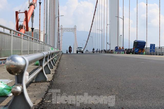 Cận cảnh cầu dây võng 1.000 tỷ dài nhất Việt Nam phải thay mặt đường - Ảnh 9.