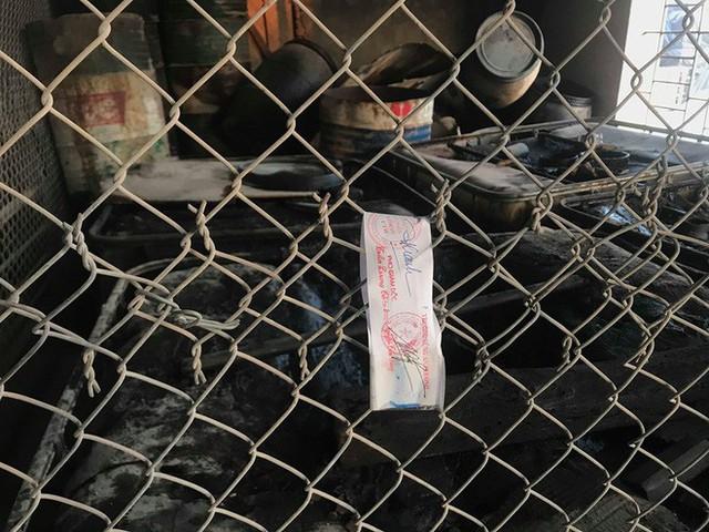 Cận cảnh nơi lưu giữ dầu thải bị tuồn ra đầu độc nước sông Đà của Công ty gốm sứ Thanh Hà - Ảnh 10.