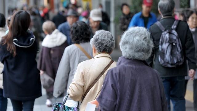 Góc kinh tế học: Dân số già hóa có thực sự là gánh nặng cho nền kinh tế? - Ảnh 1.