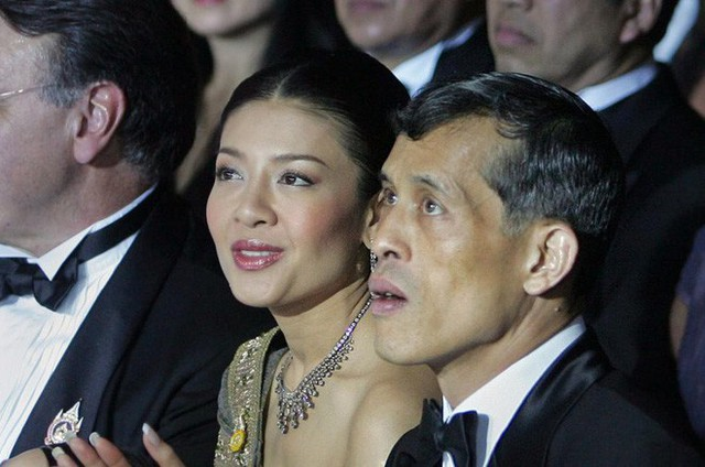 """Bi kịch của cựu Vương phi Thái Lan bị phế truất: Nhận """"bạc tỉ"""" nhưng phải từ bỏ con trai, cha mẹ 70 tuổi ngồi tù vì tham nhũng"""