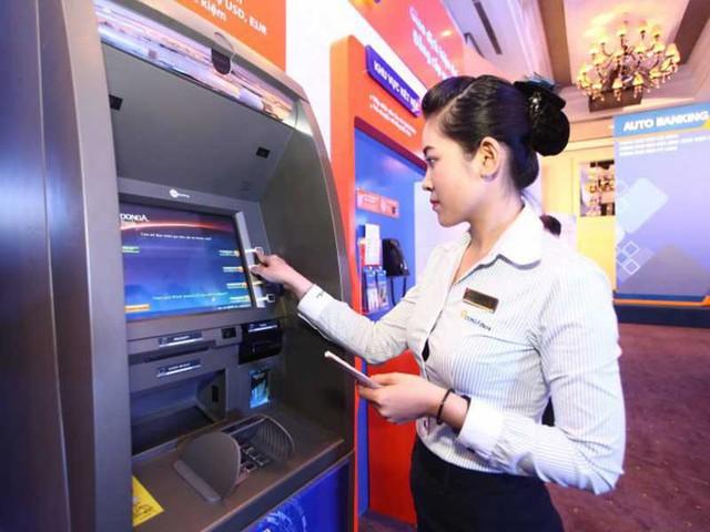Miễn phí chuyển tiền, rút tiền ATM: Lợi nhiều đường - Ảnh 1.