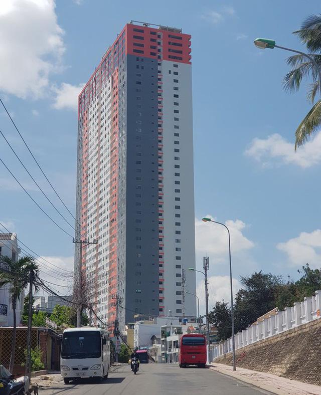 Hết 'lùa' dân vào ở đến bán trái phép 20 căn hộ cho người nước ngoài - Ảnh 1.