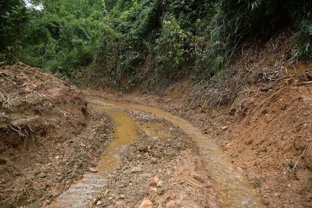 Tiếp tục hút bùn kênh dẫn nước sông Đà sau gần 20 ngày vụ đổ trộm dầu thải - Ảnh 13.