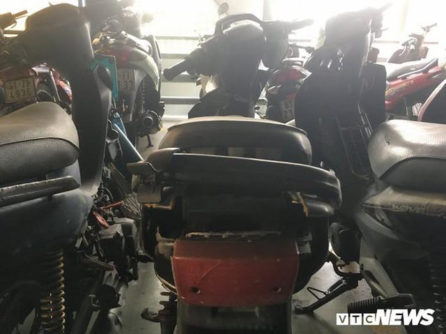Ảnh: Hàng trăm xe máy bị bỏ rơi, thành cục nợ ở sân bay Tân Sơn Nhất - Ảnh 3.