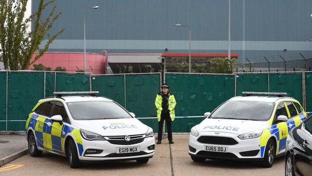 39 thi thể ở Anh: Cảnh sát tìm thấy gì sau 4 ngày điều tra? - Ảnh 6.