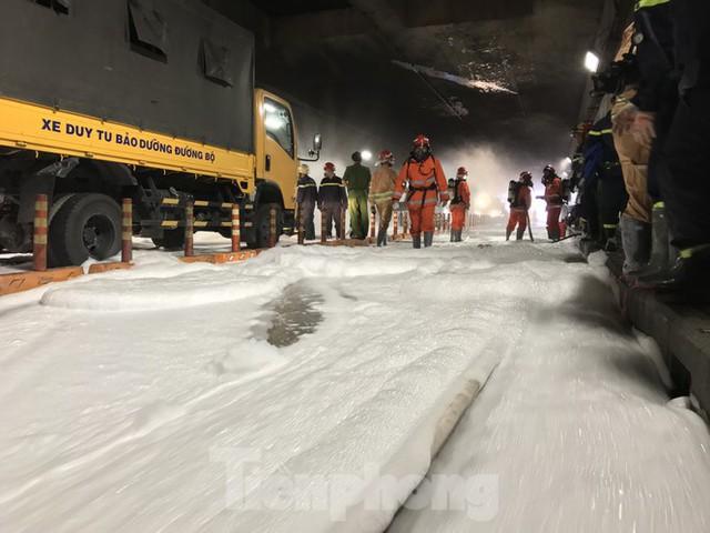 Diễn tập tai nạn liên hoàn giữa 5 ô tô và 30 xe máy trong hầm Thủ Thiêm  - Ảnh 9.