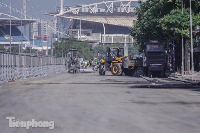 Dựng rào chắn thi công đường đua F1 - Ảnh 13.