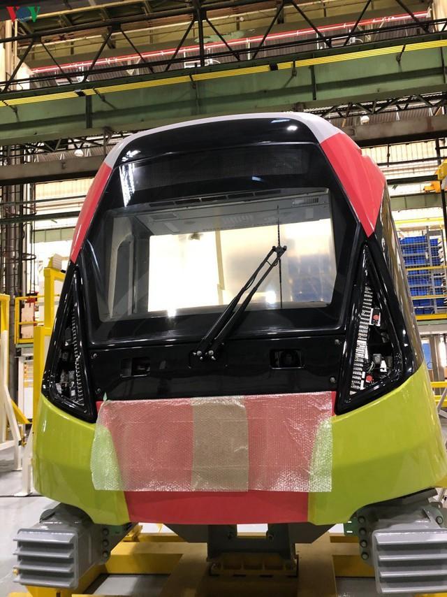 Lộ diện đoàn tàu đầu tiên của tuyến Metro số 3 Nhổn-Ga Hà Nội - Ảnh 4.