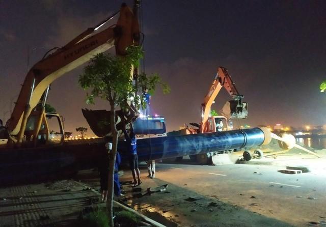 Đường ống khủng dẫn nước xuyên đáy sông Hàn - Ảnh 1.