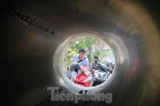 Đường ống khủng dẫn nước xuyên đáy sông Hàn - Ảnh 2.