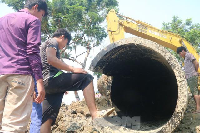 Đường ống khủng dẫn nước xuyên đáy sông Hàn - Ảnh 3.