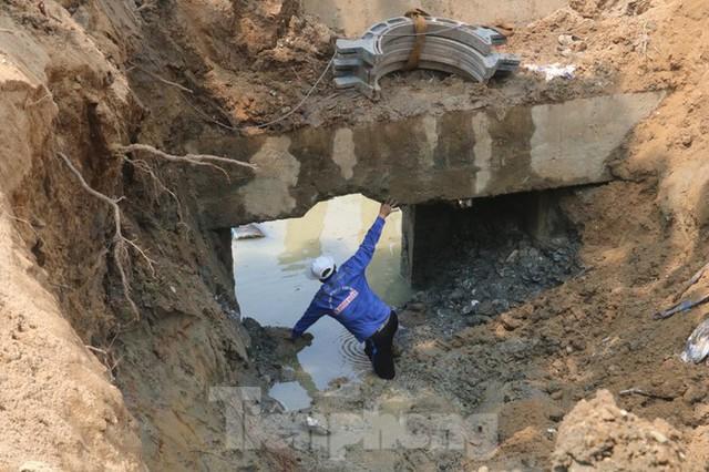 Đường ống khủng dẫn nước xuyên đáy sông Hàn - Ảnh 6.