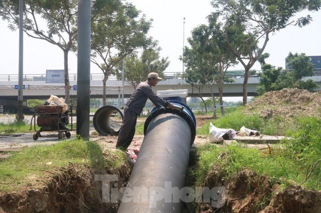 Đường ống khủng dẫn nước xuyên đáy sông Hàn - Ảnh 8.