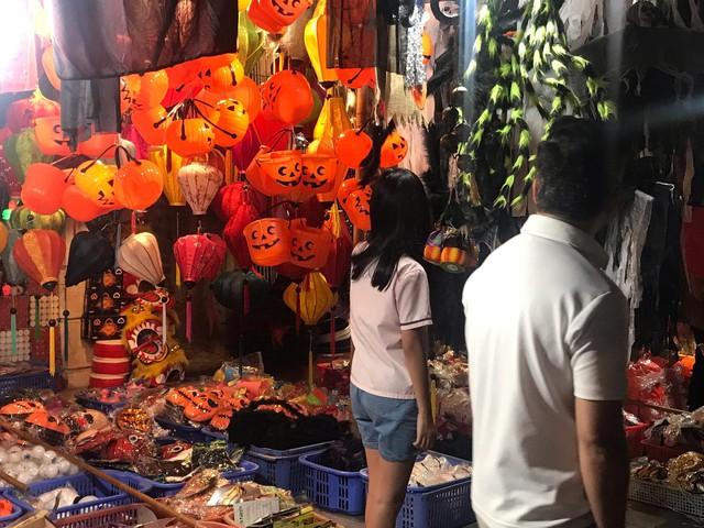 Sôi động thị trường đồ chơi Halloween, phù thủy, siêu nhân nhí xuất hiện - Ảnh 5.