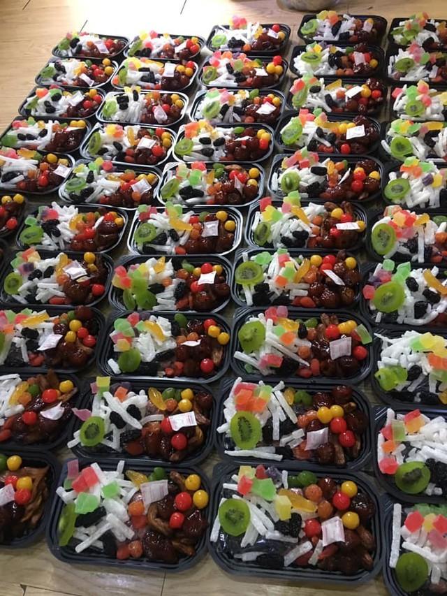 Mứt Tết trái cây bảy sắc cầu vồng, giật mình hàng cao cấp 35 ngàn/kg - Ảnh 1.