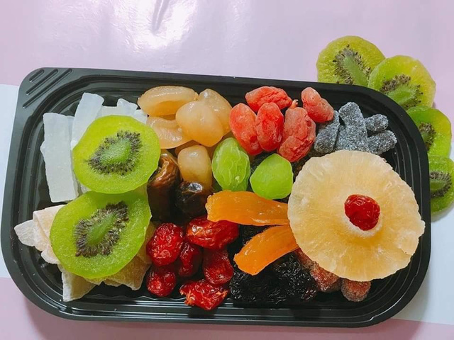 Mứt Tết trái cây bảy sắc cầu vồng, giật mình hàng cao cấp 35 ngàn/kg - Ảnh 2.