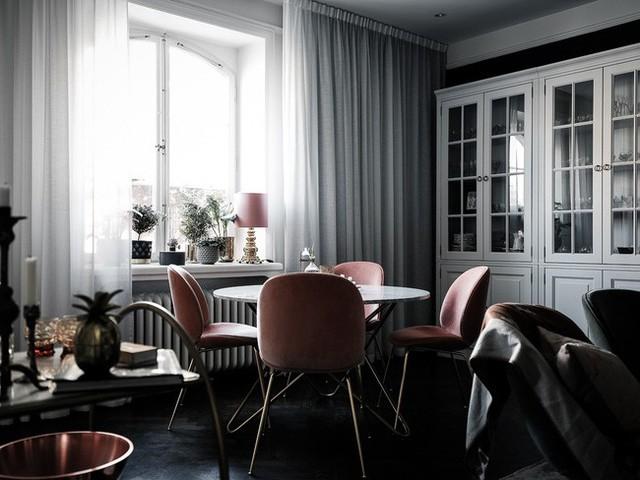 Căn hộ rộng 61m² đẹp bí ẩn, sang trọng nhờ bài trí sắc màu trung tính vô cùng ăn ý - Ảnh 2.