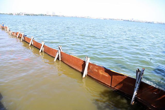 Bộ trưởng Trần Hồng Hà ra hồ Tây cho cá ăn - Ảnh 12.